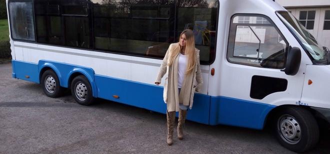 Cap doi bien bus cu thanh nha xe di du lich the gioi hinh anh 13