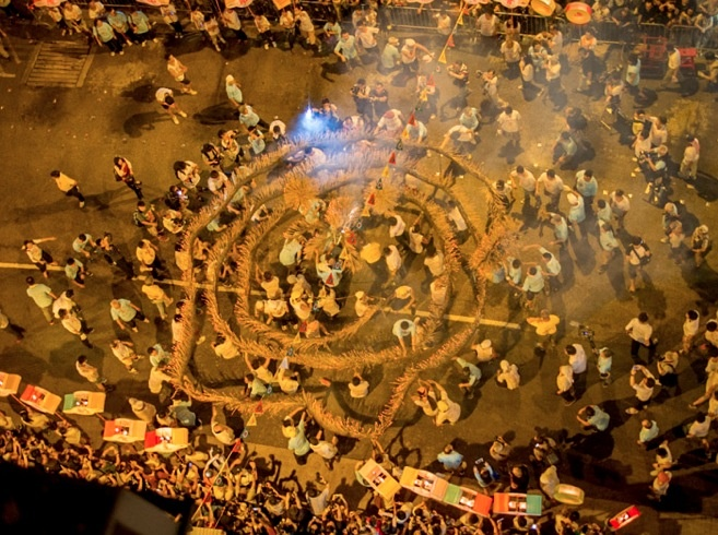 Vu dieu rong lua o Dai Khanh, Hong Kong, Trung Quoc hinh anh