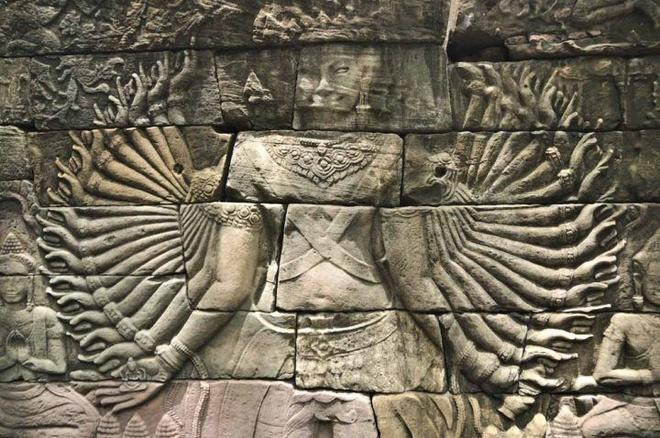 Ngoi den bi an lau doi hon ca Angkor Wat o Campuchia hinh anh 4