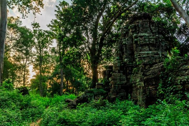 Ngoi den bi an lau doi hon ca Angkor Wat o Campuchia hinh anh 8