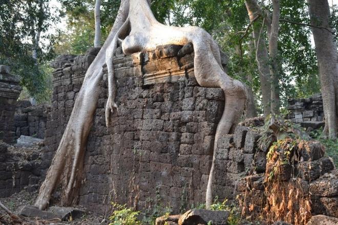 Ngoi den bi an lau doi hon ca Angkor Wat o Campuchia hinh anh 6