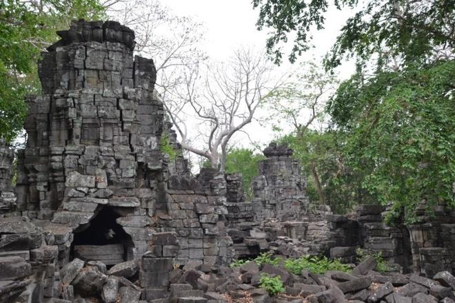 Ngoi den bi an lau doi hon ca Angkor Wat o Campuchia hinh anh 9