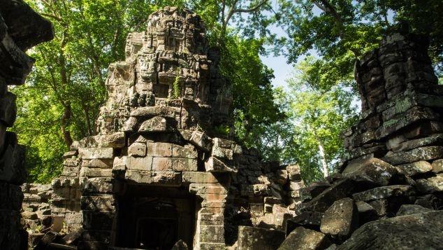 Ngoi den bi an lau doi hon ca Angkor Wat o Campuchia hinh anh 1