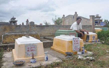 'Lam the ac lam, ma sao lai bo con cua minh?' hinh anh 1 Những thai nhi chôn trộm ở nghĩa trang Gò Cà, được những người dân thương tình xây cho nấm mộ.