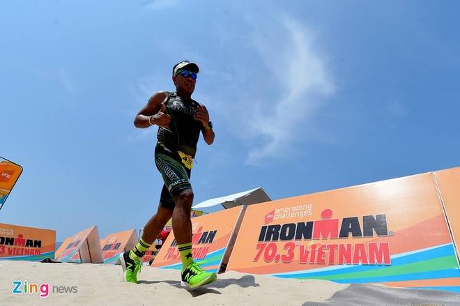 VNG Ironman 70.3: Nhieu VDV Viet Nam ve dich hinh anh 56