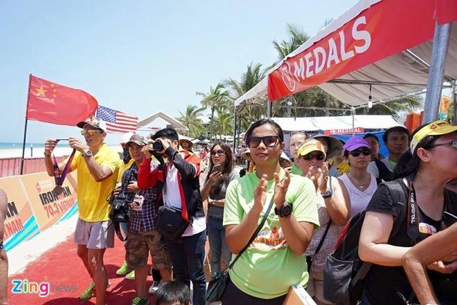 VNG Ironman 70.3: Nhieu VDV Viet Nam ve dich hinh anh 50