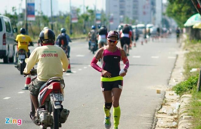 VNG Ironman 70.3: Nhieu VDV Viet Nam ve dich hinh anh 61
