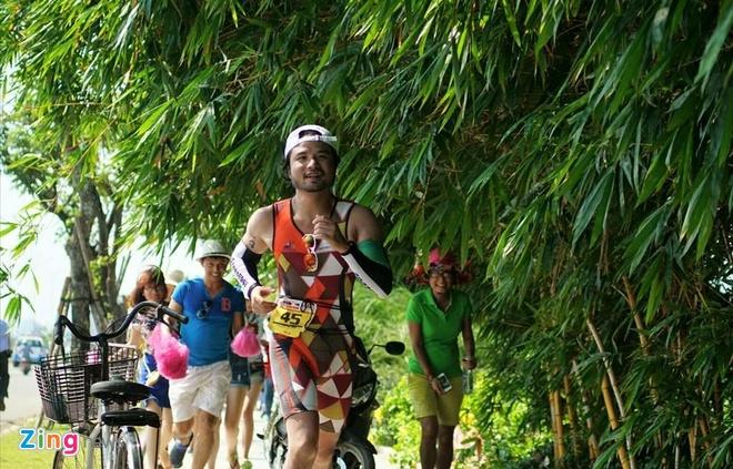 VNG Ironman 70.3: Nhieu VDV Viet Nam ve dich hinh anh 59