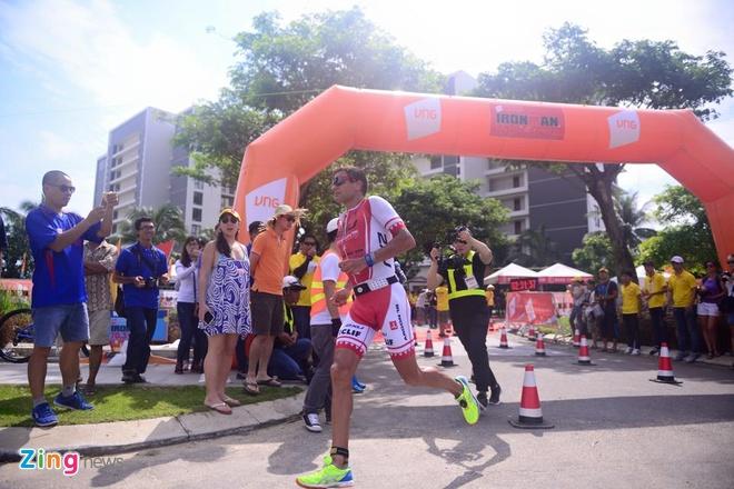 VNG Ironman 70.3: Nhieu VDV Viet Nam ve dich hinh anh 27