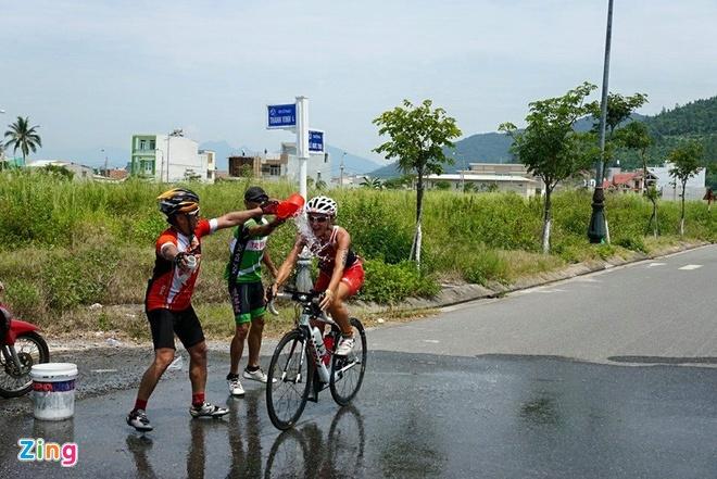 VNG Ironman 70.3: Nhieu VDV Viet Nam ve dich hinh anh 38