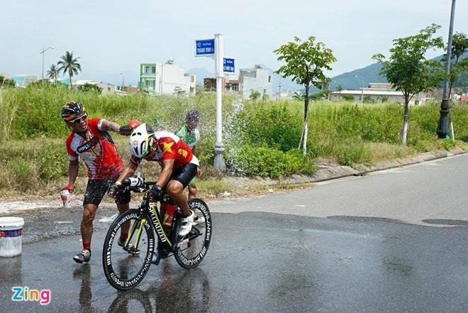 VNG Ironman 70.3: Nhieu VDV Viet Nam ve dich hinh anh 39