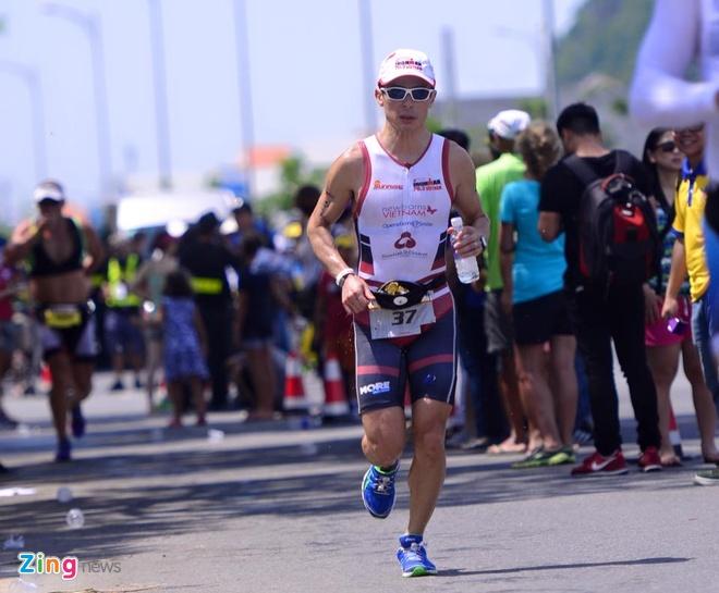 VNG Ironman 70.3: Nhieu VDV Viet Nam ve dich hinh anh 40