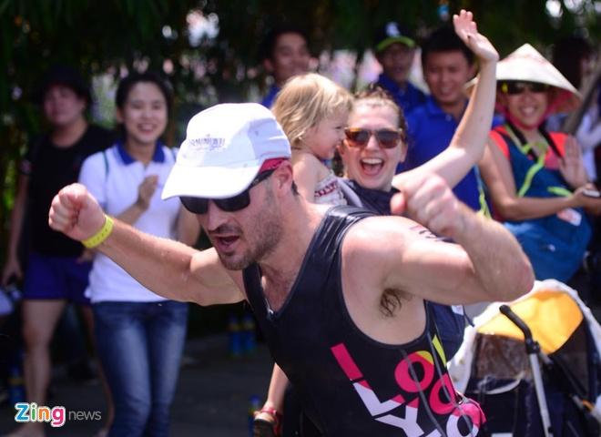VNG Ironman 70.3: Nhieu VDV Viet Nam ve dich hinh anh 42