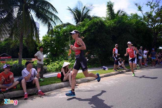VNG Ironman 70.3: Nhieu VDV Viet Nam ve dich hinh anh 28