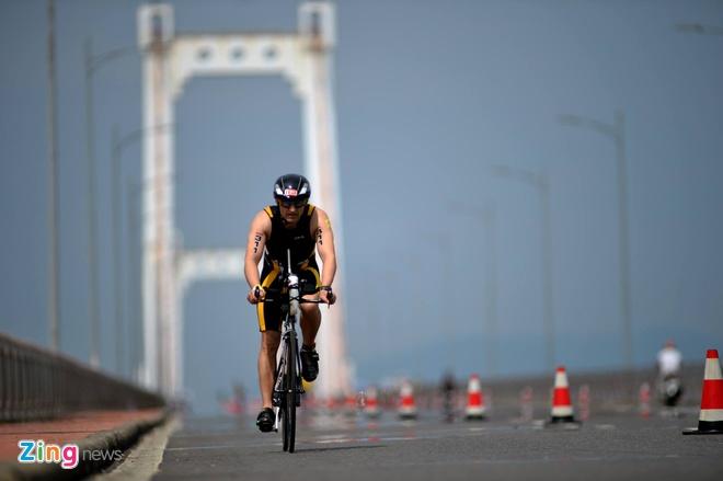 VNG Ironman 70.3: Nhieu VDV Viet Nam ve dich hinh anh 23