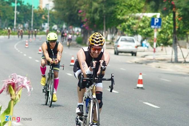 VNG Ironman 70.3: Nhieu VDV Viet Nam ve dich hinh anh 30