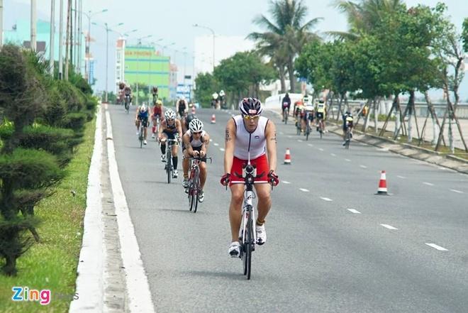 VNG Ironman 70.3: Nhieu VDV Viet Nam ve dich hinh anh 31