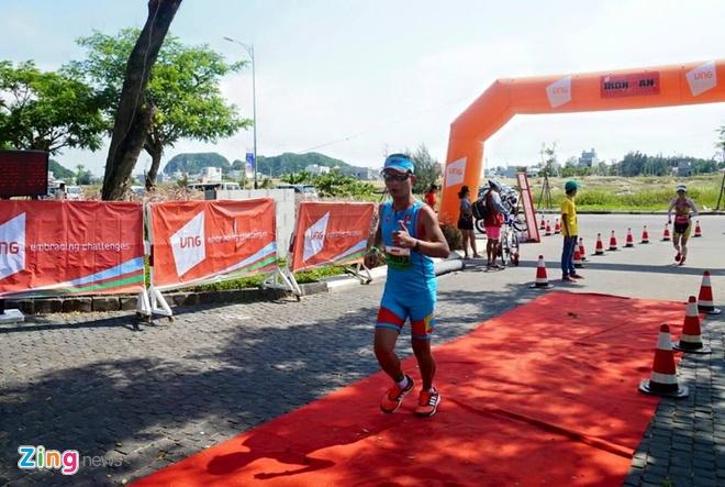 VNG Ironman 70.3: Nhieu VDV Viet Nam ve dich hinh anh 58