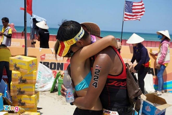 VNG Ironman 70.3: Nhieu VDV Viet Nam ve dich hinh anh 57