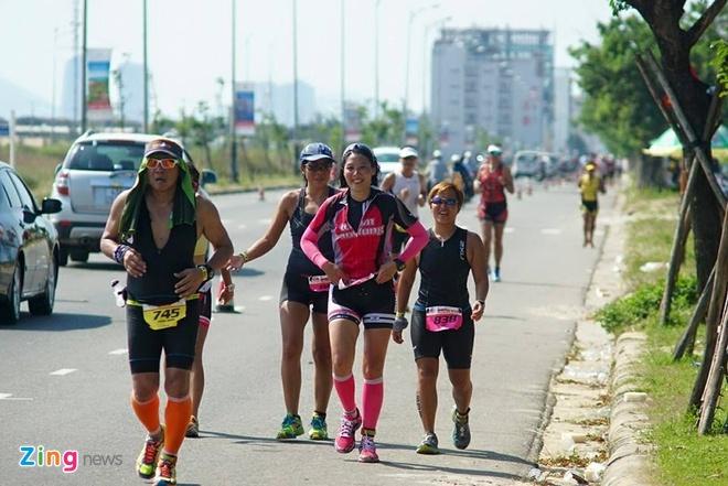VNG Ironman 70.3: Nhieu VDV Viet Nam ve dich hinh anh 60
