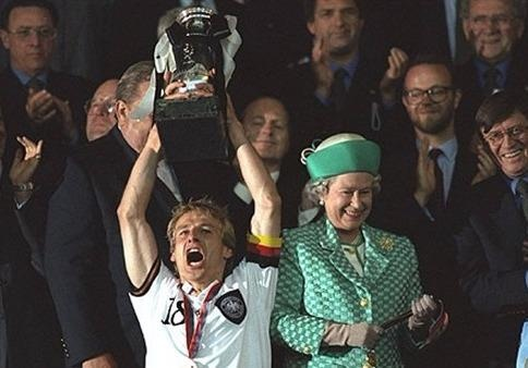 Ky uc Euro 1996 va lan 'len dinh' thu 4 cua tuyen Duc? hinh anh