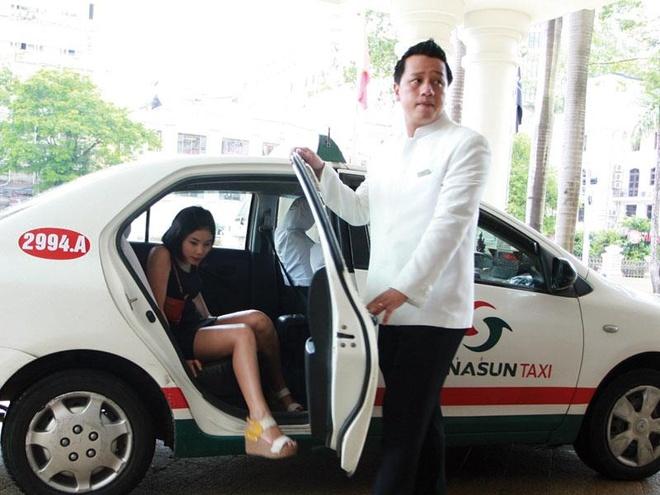 Lai kinh doanh cua taxi Vinasun thut lui vi Uber va Grab hinh anh