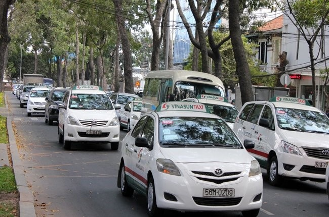 Tai xe Vinasun nghi viec hang loat: 'Thu pham chinh' Grab, Uber? hinh anh 1