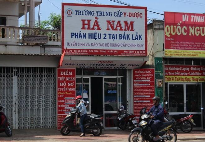 Cho thoi viec can bo ra gia 'ban diem' cho hoc vien hinh anh