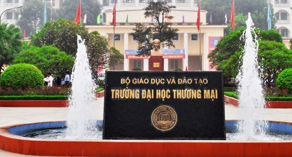 Dai hoc Thuong mai cong bo diem trung tuyen nguyen vong 1 hinh anh