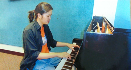 Thay giao tieng Anh gioi tieng Phap, me piano co dien hinh anh