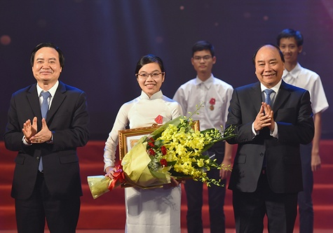 To quoc can nhung tam huy chuong anh 1