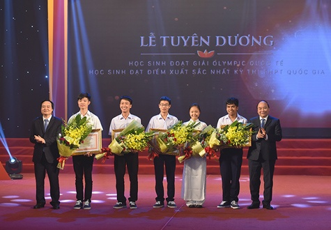 To quoc can nhung tam huy chuong anh 2