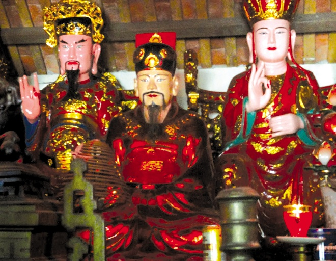 Ai 2 lan len ngoi, la vua dau tien lay vo phuong Tay? hinh anh