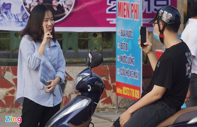 De thi Ngu van hoi ve 'Ai da dat ten cho dong song?' hinh anh 10
