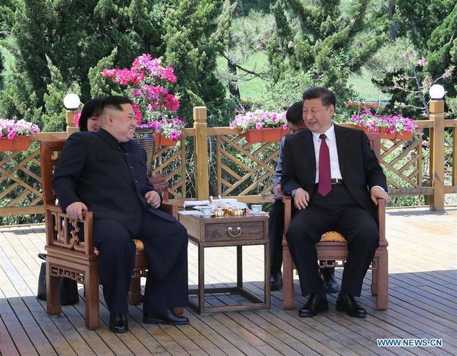 Ong Tap bat ngo don khach 'bi an' Kim Jong Un o Dai Lien hinh anh 1