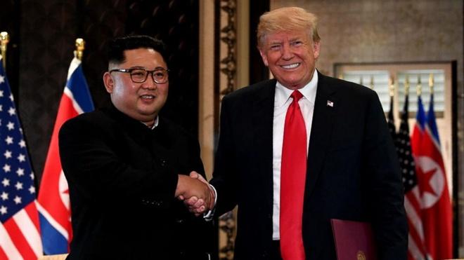 Bo truong Phap lo ong Trump 'om' Trieu Tien, xa dong minh hinh anh 2