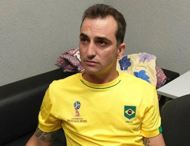 'Tuong cuop' Brazil bi bat khi ra san xem World Cup hinh anh