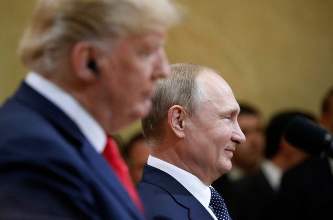 Trump bi chi trich 'yeu kem' truoc Putin trong cuoc gap thuong dinh hinh anh 2