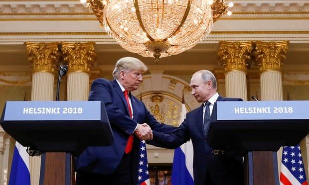 Trump bi chi trich 'yeu kem' truoc Putin trong cuoc gap thuong dinh hinh anh 1