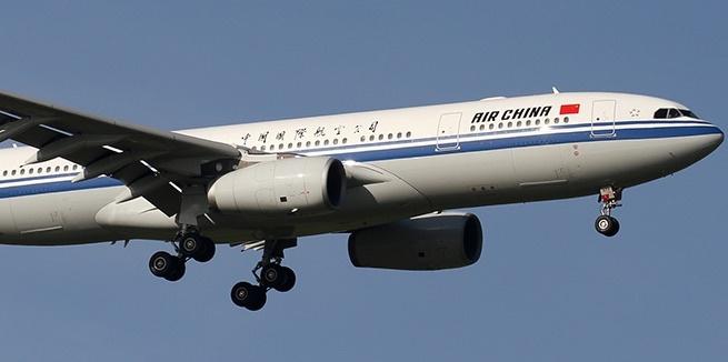 May bay Air China quay dau, ha canh khan vi cabin ngap khoi hinh anh