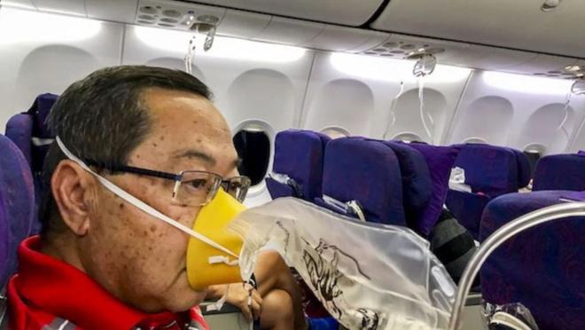 Hanh khach ke lai khoanh khac may bay Trung Quoc roi tu do 7.600 m hinh anh 1