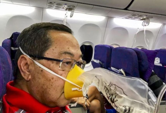 Hanh khach ke lai khoanh khac may bay Trung Quoc roi tu do 7.600 m hinh anh