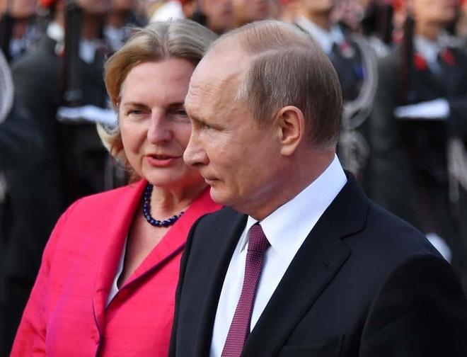 Ngoai truong Ao gap bao chi trich vi moi TT Putin du le cuoi hinh anh