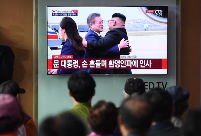 Lanh dao Kim Jong Un bat ngo ra san bay Binh Nhuong don TT Han Quoc hinh anh