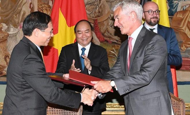 Thu tuong Nguyen Xuan Phuc va thu tuong Bi du hop bao chung hinh anh