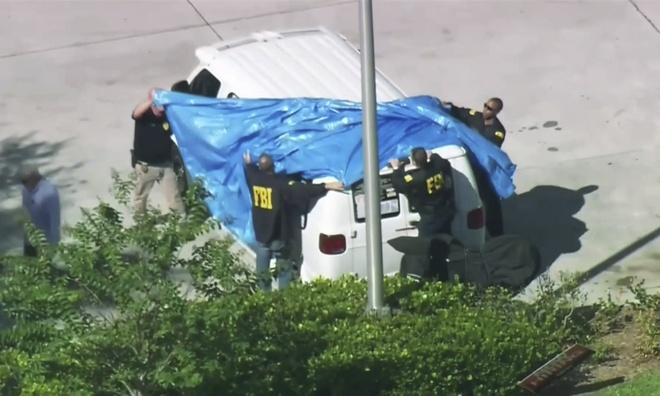 Bat nghi pham gui bom thu toi nha Obama, Clinton va CNN hinh anh 1