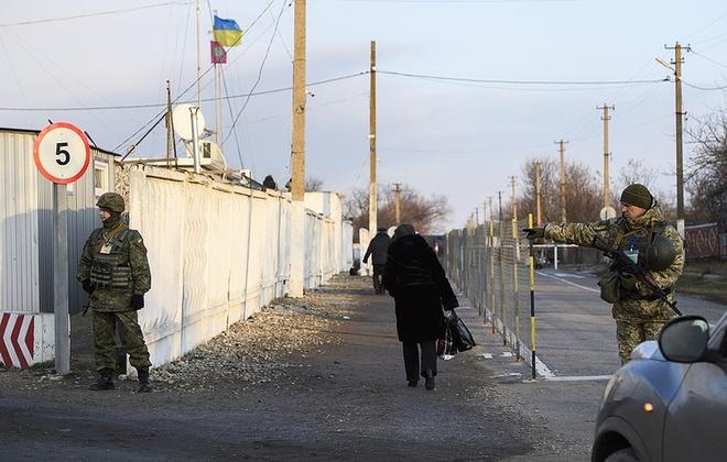 Ukraine cam dan ong Nga nhap canh sau vu va cham hai quan hinh anh