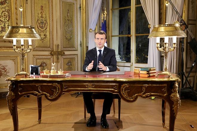 Phat bieu tai phong dat vang, TT Macron kho xoa diu bieu tinh Phap hinh anh 1