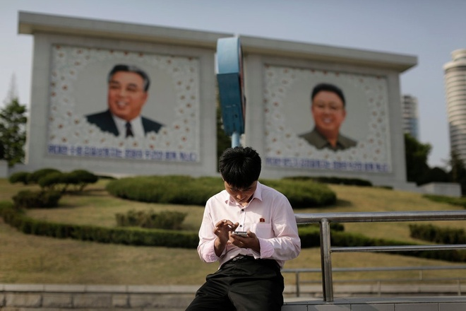Trieu Tien lo smartphone lan truyen K-Pop, phim nguoi lon hinh anh