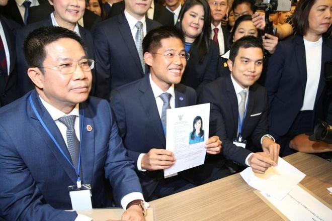 Dang than Thaksin bi giai the sau vu nho cong chua Thai tranh cu hinh anh 1